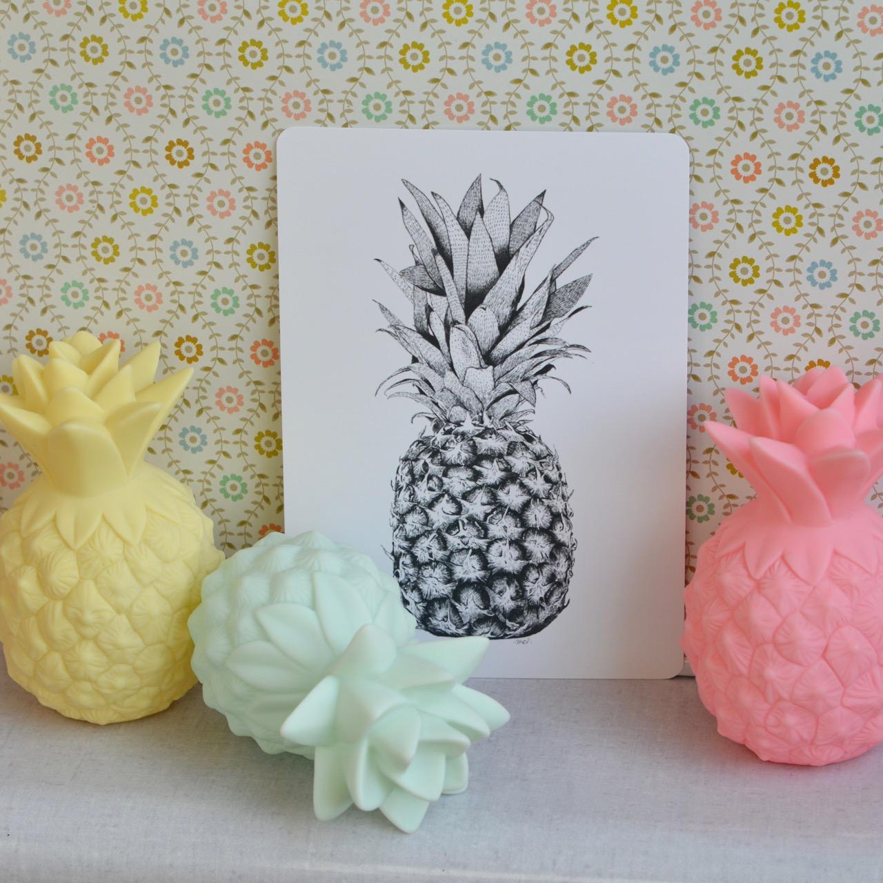 Deco ananas beautiful ananas dco en rsine cm noir with for Ananas deco argent